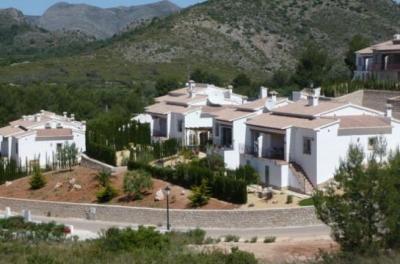 Купить виллу с бассейном в испании